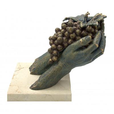 "Скульптура ""Гроздь винограда"""