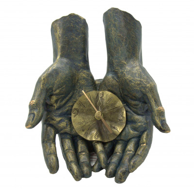 """Скульптура """"Время в твоих руках"""""""