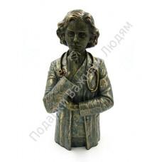 "Скульптура ""Доктор женщина"""
