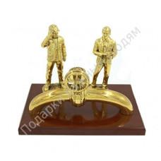 """Скульптура """"Работники нефтегазовой промышленности"""""""