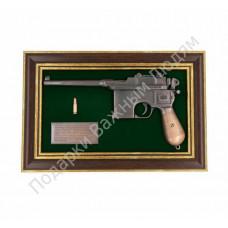 "Панно с пистолетом ""Маузер"""